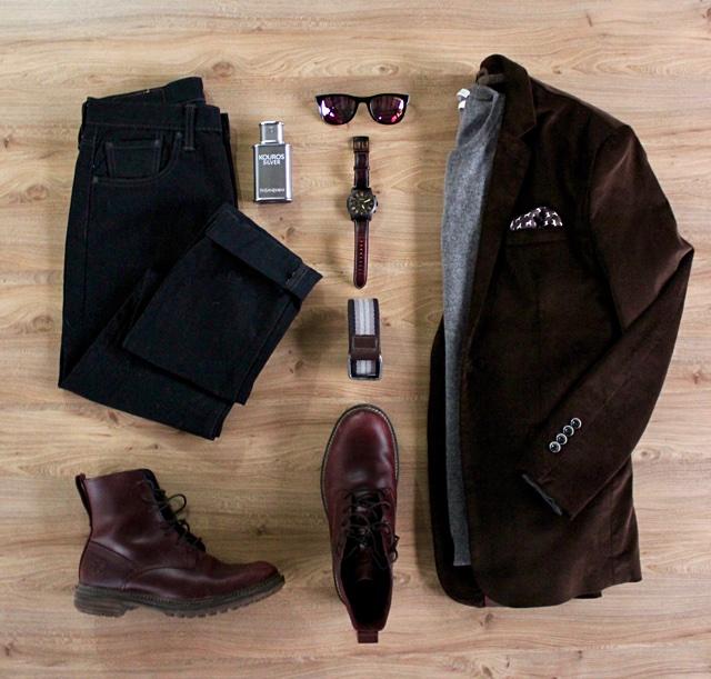 Look masculino para o inverno com blazer de veludo e calça de sarja preta