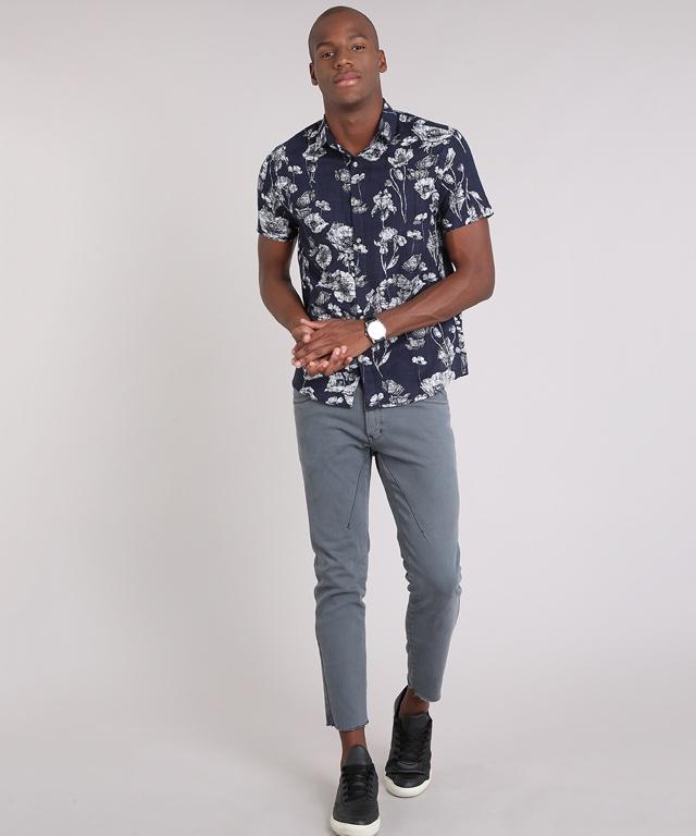 7327d1881 Camisa floral marinho de mangas curtas por R$89,99 – Compre aqui!
