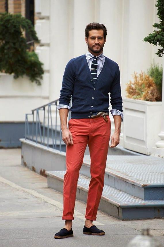 Gravata de tricô com cardigã