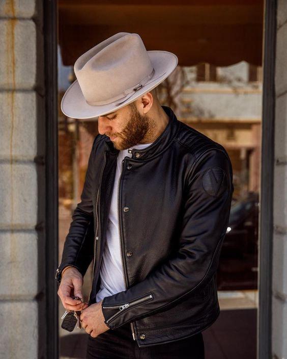 Chapéu masculino com jaqueta de couro