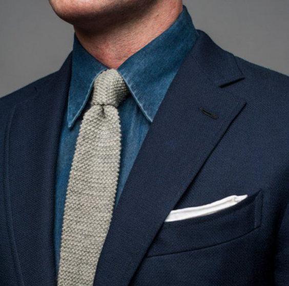 Cada camisa casual tem seu tecido e sua estrutura, avalie a melhor maneira de usá-la.