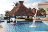 Royal-Solaris-Cancun-pool-bar