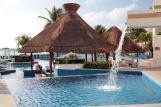 Royal-Solaris-Cancun-pool-bar