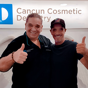 happy-patient-doctor-julian-flores-cancun-cosmetic-dentistry