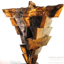 hombre_piramide_sculpture