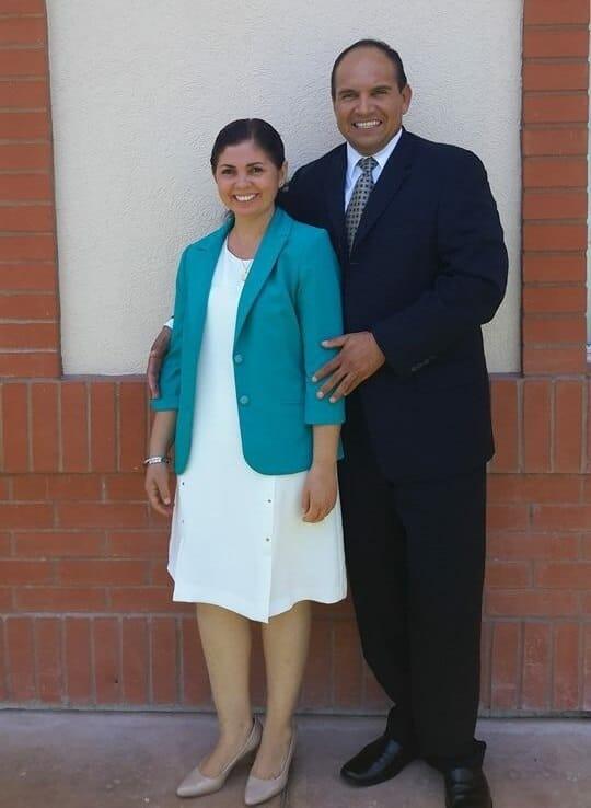 Lemuel y Lorena Petlacalco Cancun LDS Tours