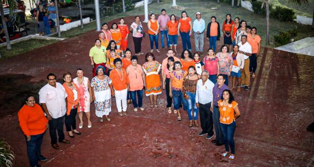 Palacio municipal de Isla Mujeres se ilumina de naranja - Cancún Mio