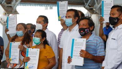 Photo of Entregan títulos de propiedad a familias en Cozumel