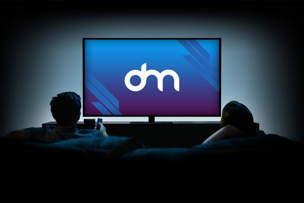 watching tv mockup psd download mockup