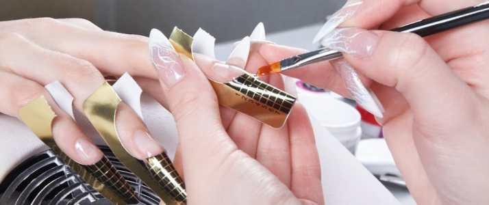 Person having a Manicure