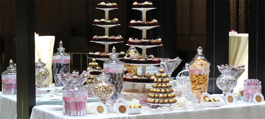 JOandJARS_CandyBuffet_CrownePlazaChangiAirport_WeddingLuncheon_ChengalBallroom_Pink_Gold_TwelveCupcakes
