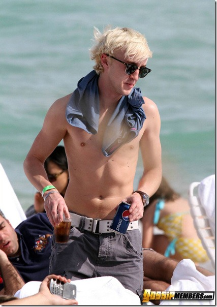 MAVRIXONLINE.COM - DAILY MAIL ONLINE OUT -  Harry Potter actor Tom Felton and his girlfriend Jade Gordon enjoy another day in the sun. Felton who plays mean Malfoy in the hit movies doffed his shirt to reveal his slim physique and made sure to put lotion on his fair skin before drinking a glass of Pepsi. Fontainebleau Miami Beach, FL. 12/30/09.