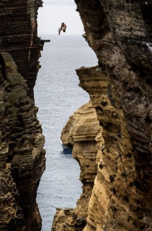 Diving 30 meters through a rock monolith in Portugal