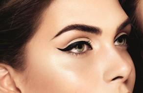 kolayca-eyeliner-surun
