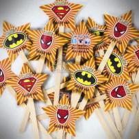 Super Hero parti konseptine uygun olarak hazırlanmış Cupcake bayrakları