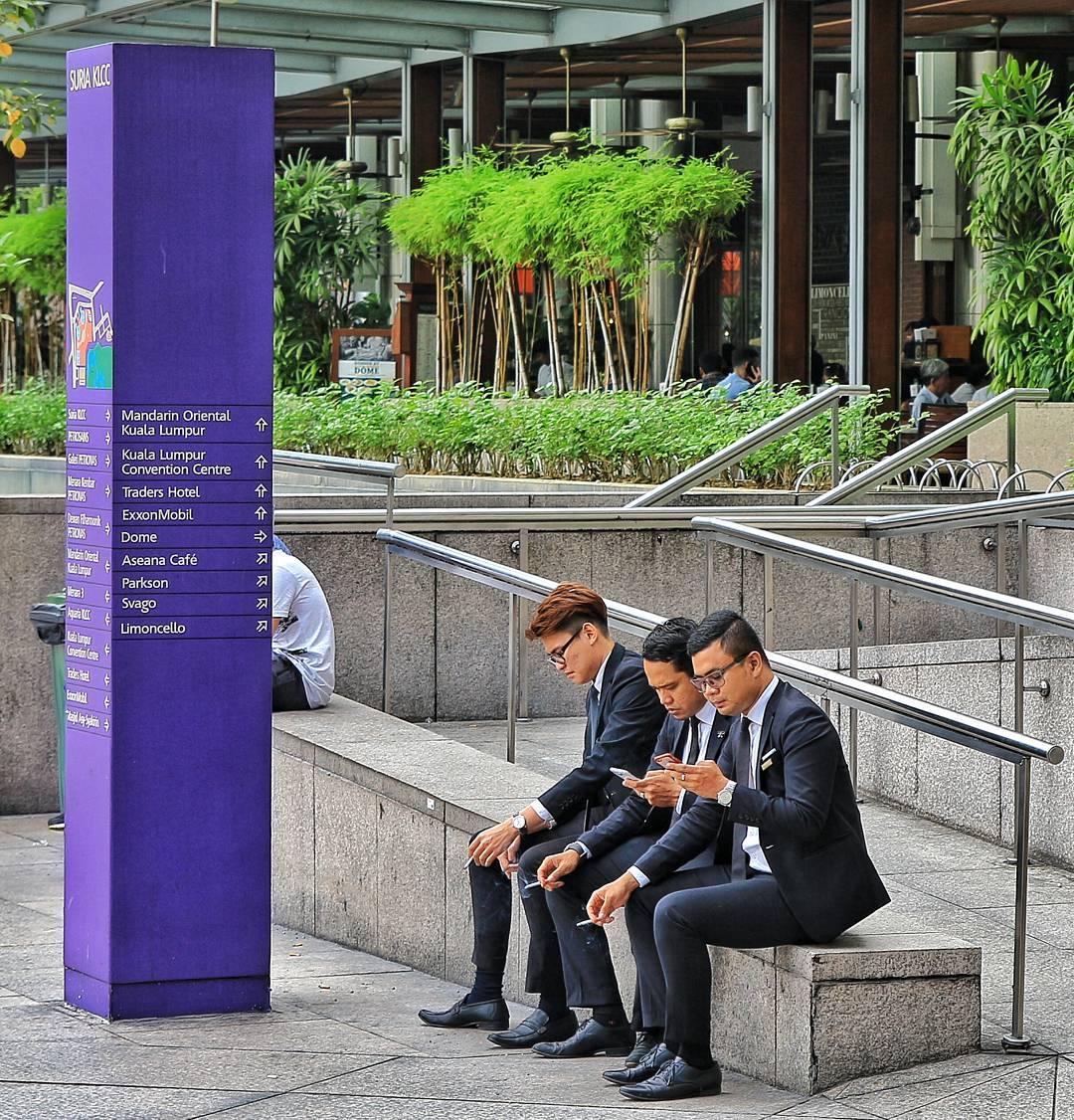 Bunlar yaygın kanıya göre plaza çalışanı arkadaşlar.