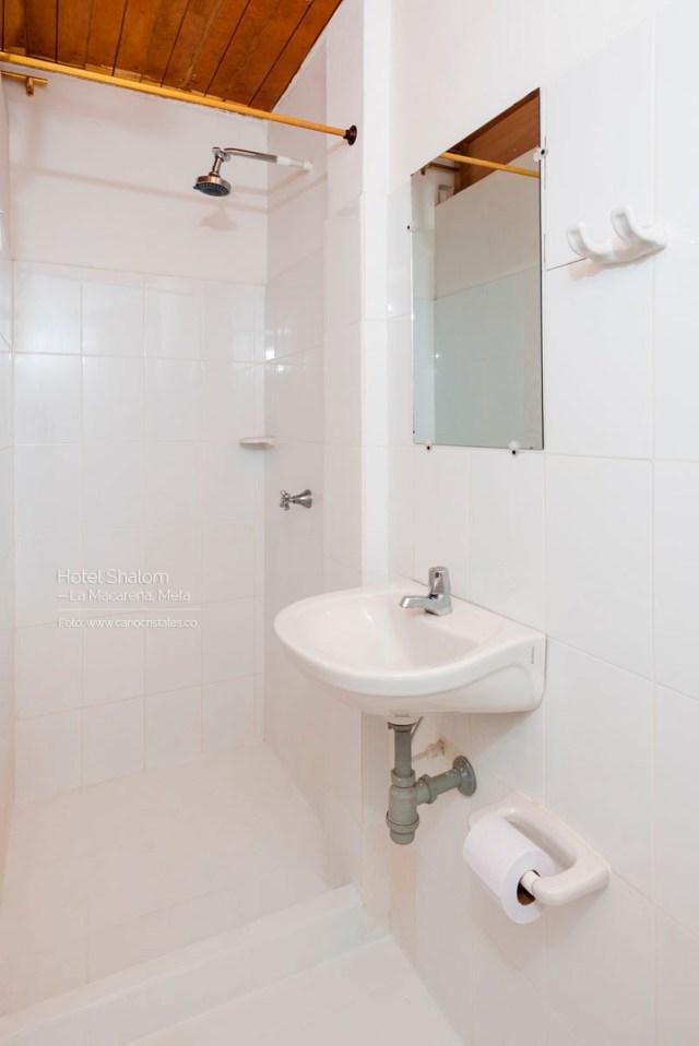 Baño privado / Hotel Shalom