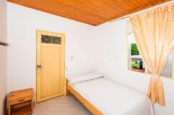 Cama doble Hotel Shalom La Macarena