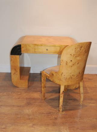 装饰艺术风格的桌椅设置写作