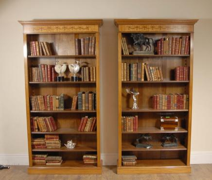 Pair 7 Ft Engels Regency Open Sheraton Boekenkasten