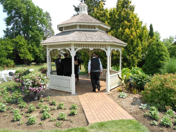 gazebo garden - hidden lake gardens