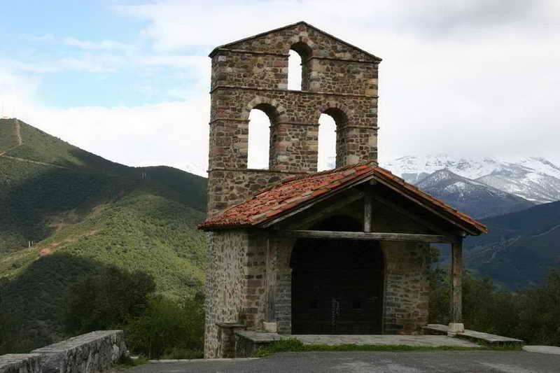 Monasterio de Santo Toribio de Libana Monasterios en Cantabria