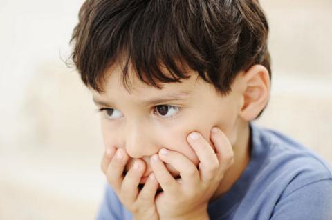 Risultati immagini per bambino preoccupato