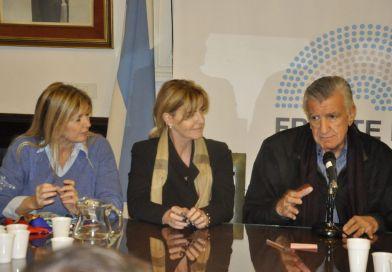 Junto a la plana mayor del PJ, Marisa Fassi participó de la entrega de firmas contra la reforma previsional