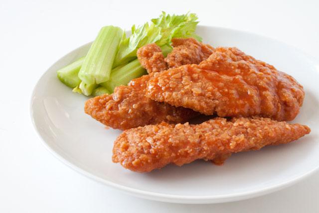 https://i0.wp.com/www.canyoustayfordinner.com/wp-content/uploads/2010/11/crispy-buffalo-chicken-1.jpg