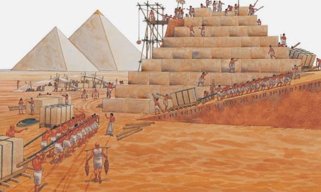 Costruire piramidi o cattedrali?