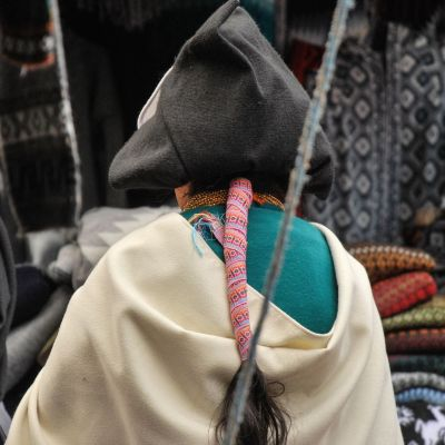 Otavalo_Femme_Dos