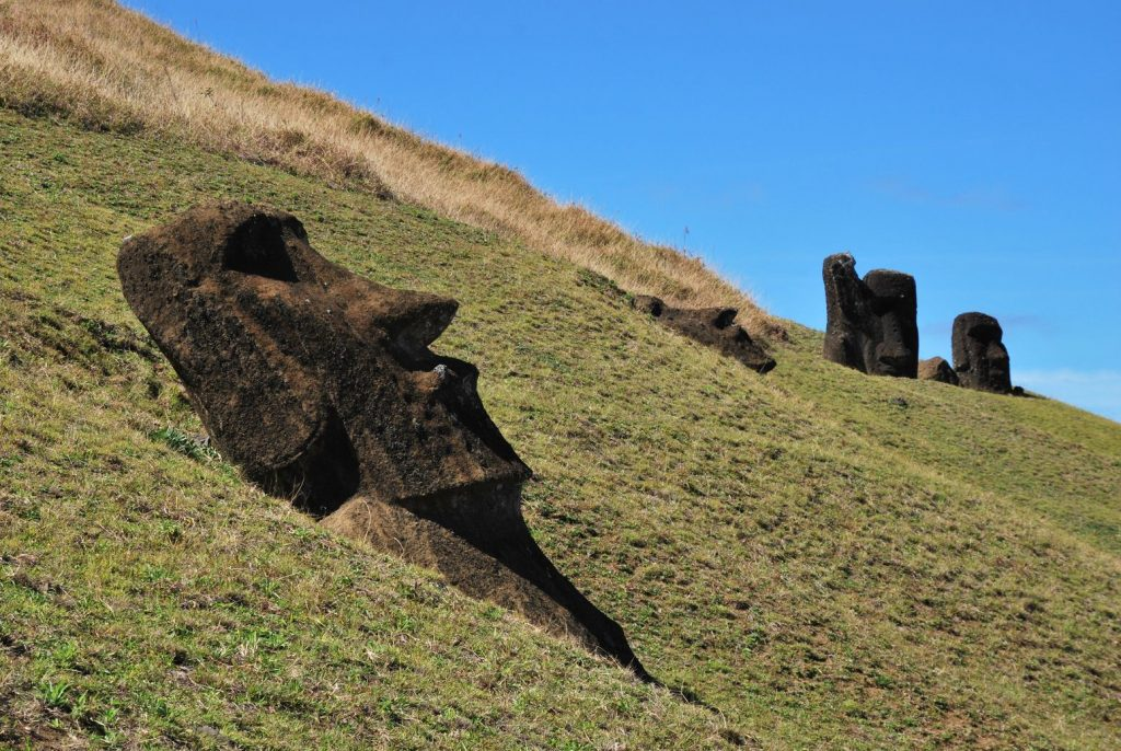 Ile de paques_Moai Enfoui