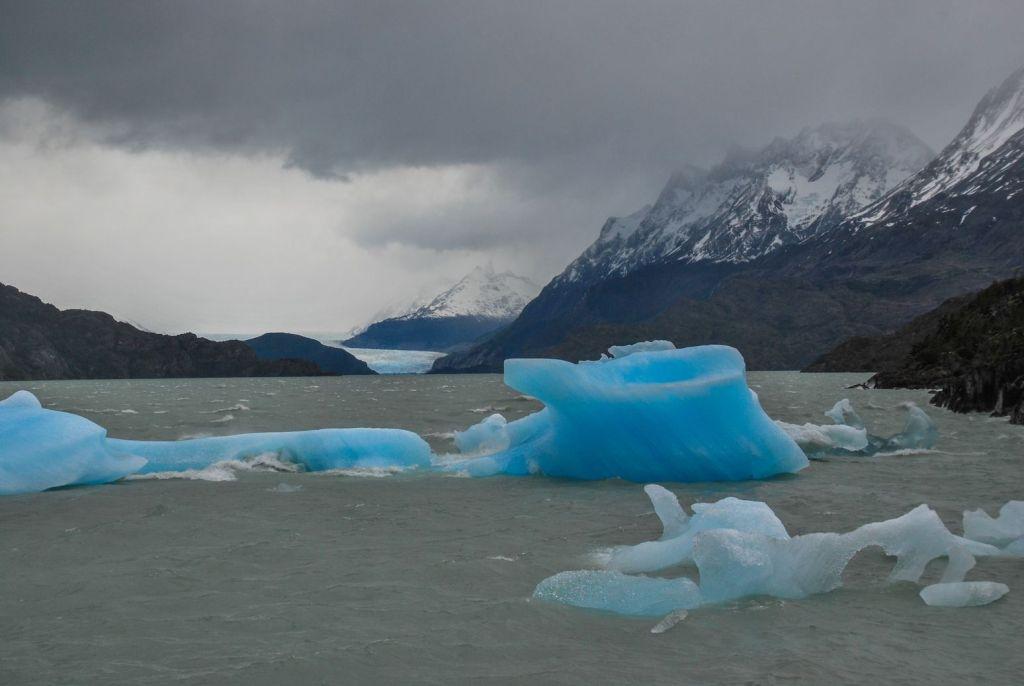 El_Paine_Zoom_Iceberg