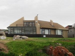 Modern thatch, Jongensfontein
