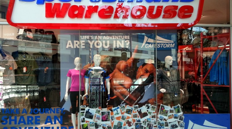 Sportsmans Warehouse Canal Walk window display