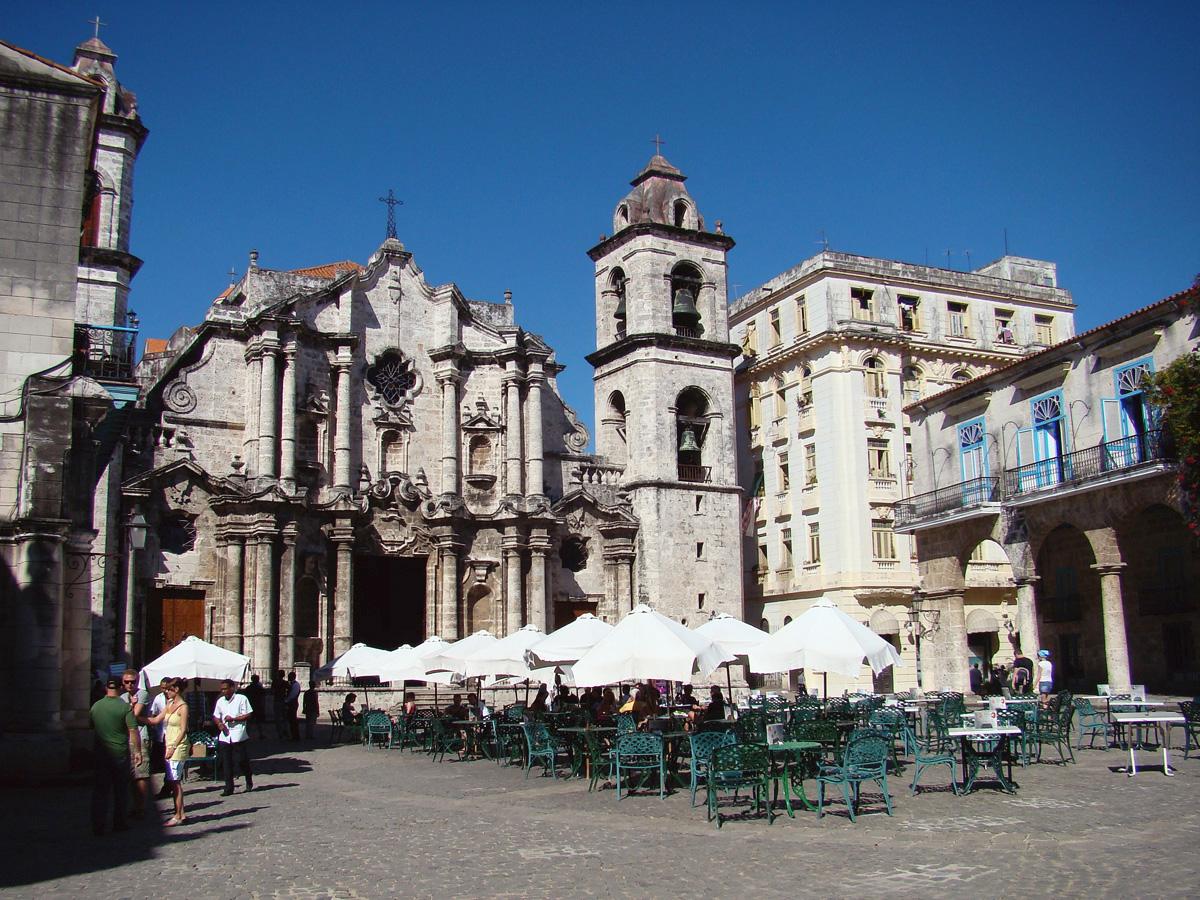 La Plaza de la Catedral Havana // Cuba