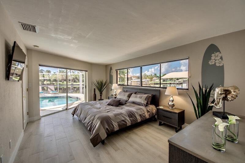 Maserschlafzimmer mit Bad in Ferienhaus Cape Coral