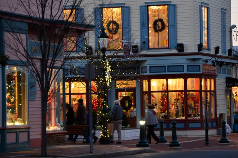 Holiday shopping on the Washington Street Mall