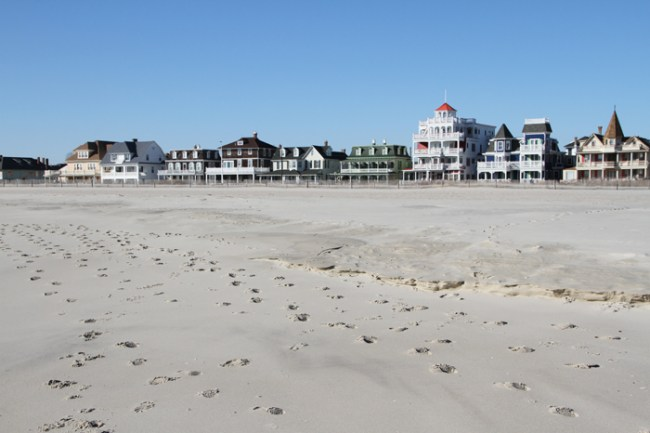 Lots of footprints, but no people.
