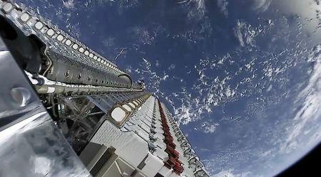 L'américain SpaceX veut porter à 42 000 le nombre de ses mini-satellites à déployer autour de la terre