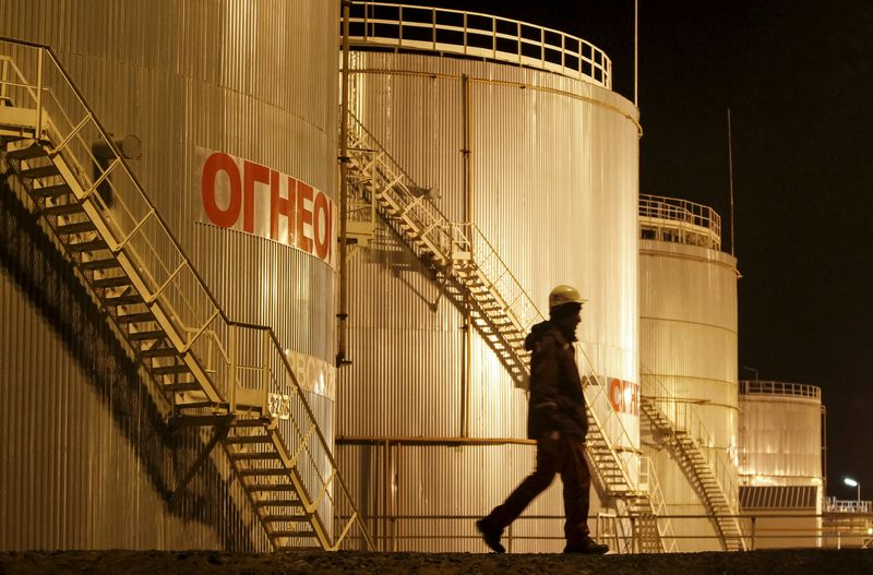 Oil Tumbles Almost 4% on China Concerns By Investing.com
