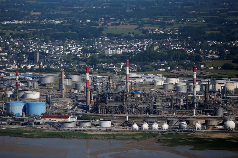 ConocoPhillips bets $23 billion on U.S. shale oil as rivals retreat By Reuters