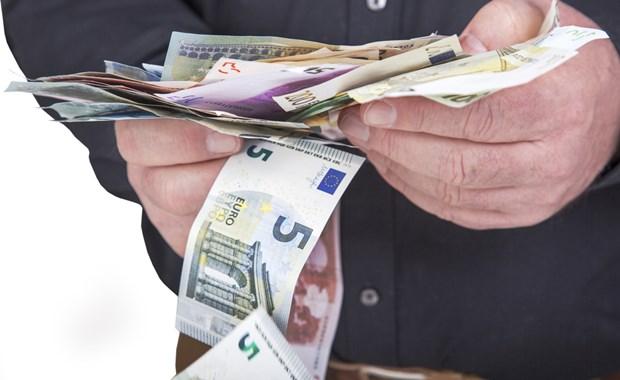 Για κάθε 100 ευρώ μισθού ως και 57 ευρώ φόροι-εισφορές