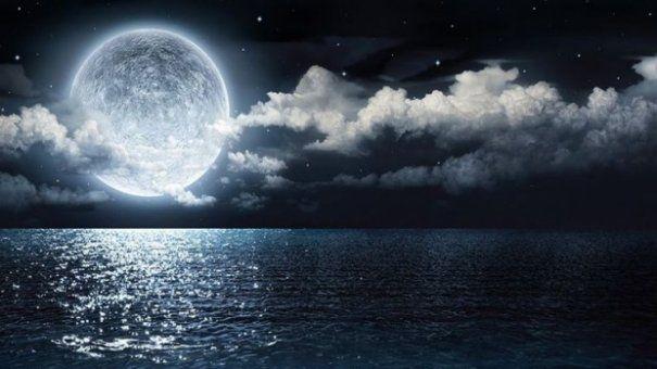 Imagini pentru Atenție! Urmează cea mai ciudată noapte din an. Cum ne va influența cea mai mare lună plină