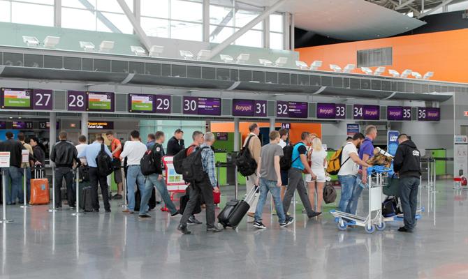 Украинские аэропорты потеряли две трети пассажиропотока