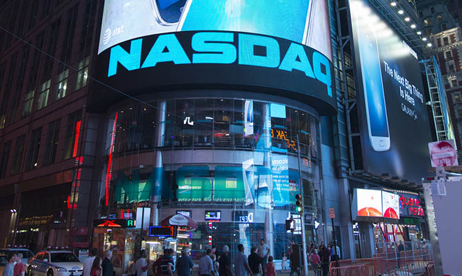 Индекс NASDAQ впервые превысил 12500 пунктов