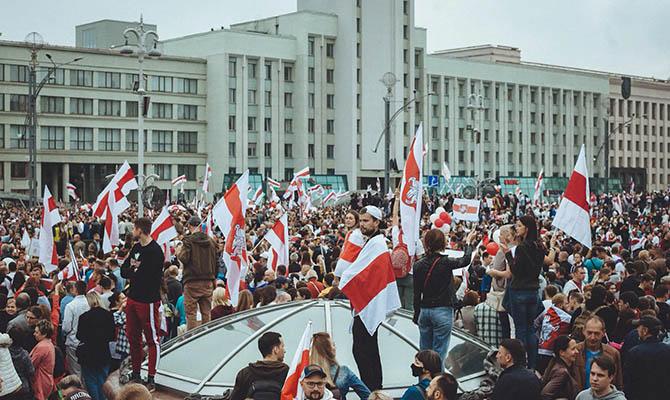 Кабмин упростил выдачу вида на жительство гражданам Беларуси