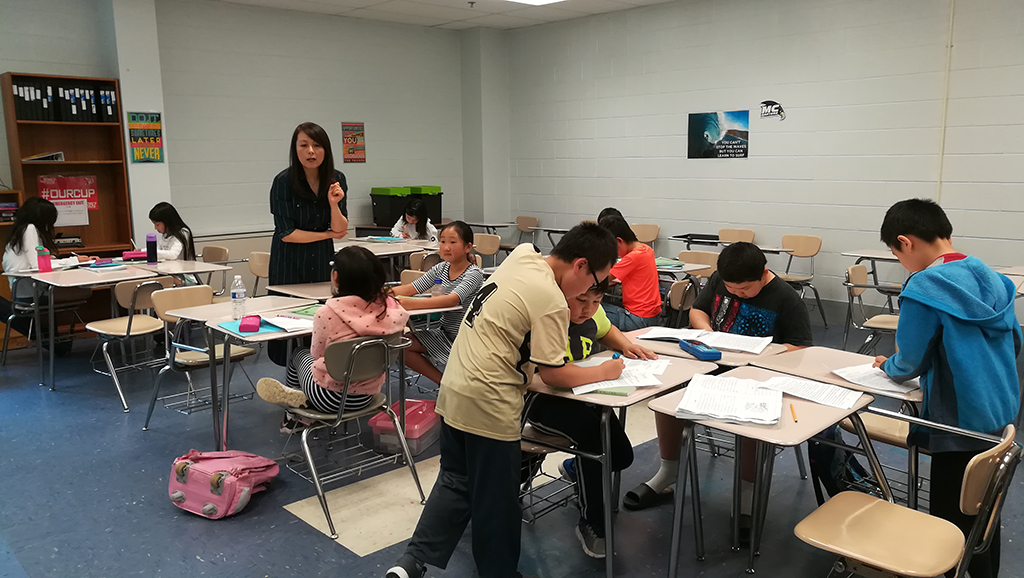 中文中年级杨芝琼老师班进行课堂讨论