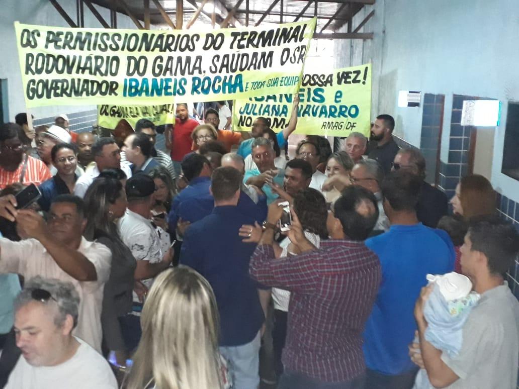 Ibaneis inaugura banheiro da rodoviária do Gama reformado com recursos próprios antes de tomar posse e confirma nome da nova administradora da cidade