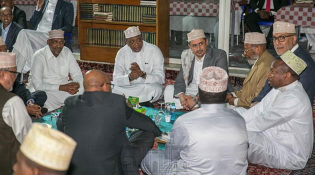 President Kenyatta prays with Muslims at Jamia Mosque in a first ...